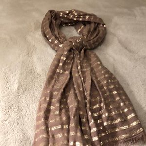 Beautiful scarf 🧣 with gold shimmer stripes